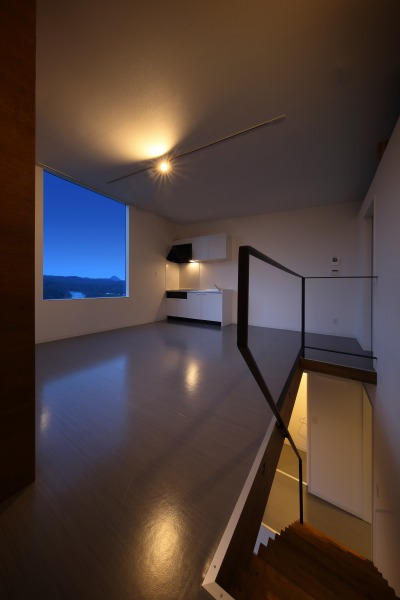 room1 階段夜景