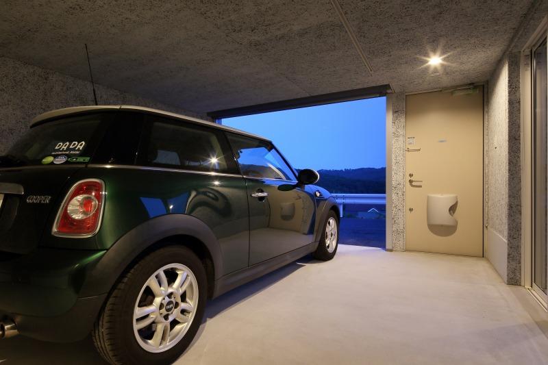 room2 ガレージ夜景