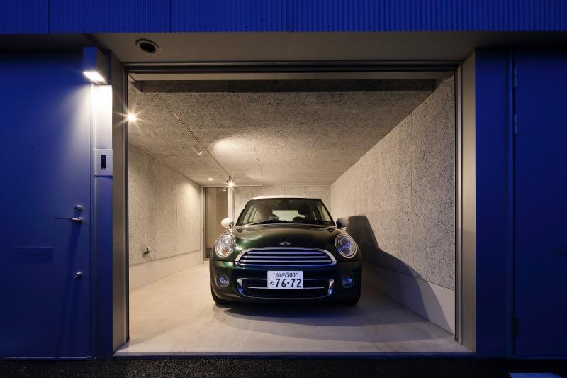 room4 ガレージ夜景