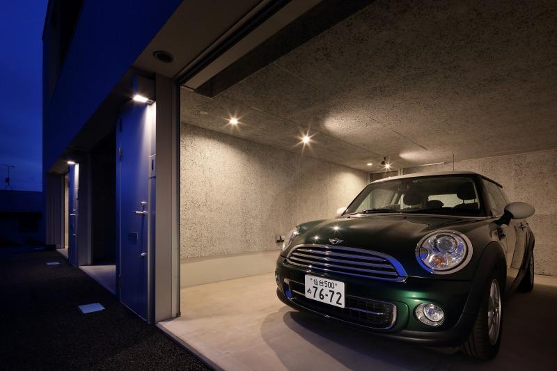 room6 ガレージ夜景