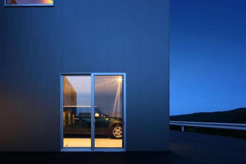 room8 ガレージ夜景