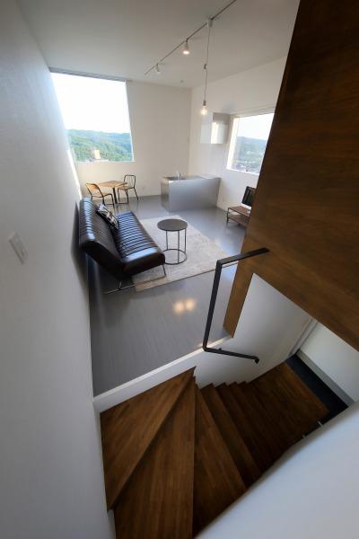 room8 階段2